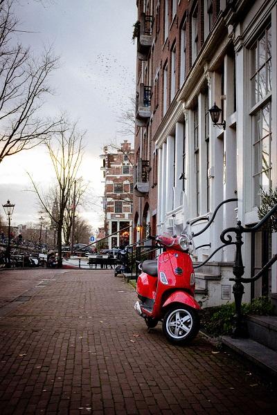 De wetgeving voor (bijzondere) bromfietsen in Amsterdam ging flink op de schop