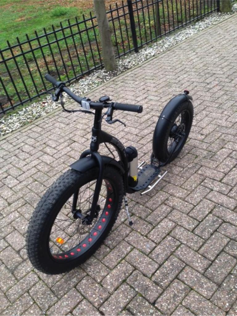 De Kickbike Fat Max is een van de elektrische steps die op de weg mogen