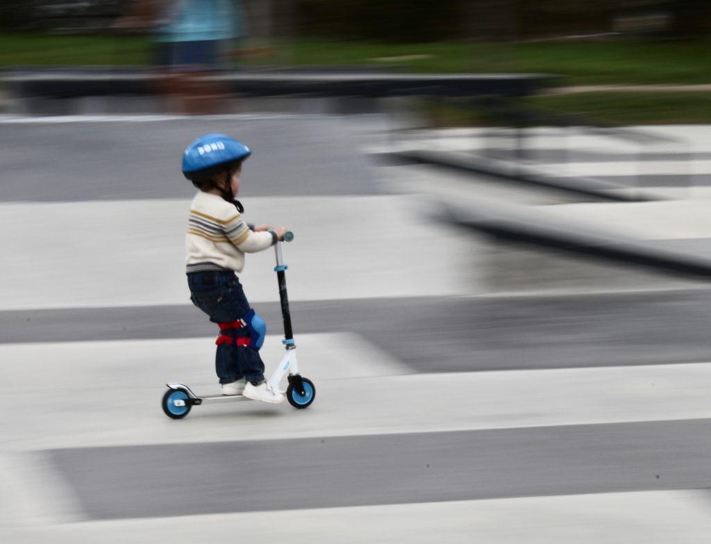Waar moet je rijden met een step, op de stoep, rijbaan of het fietspad?