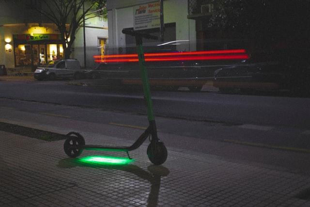 Welke elektrische step mag op de weg en krijgt dus groen licht?