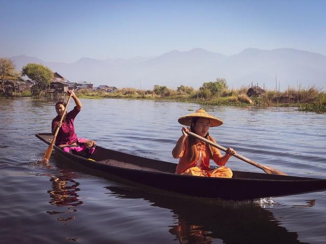 Dit koppel heeft de sport van kanoën aardig onder de knie