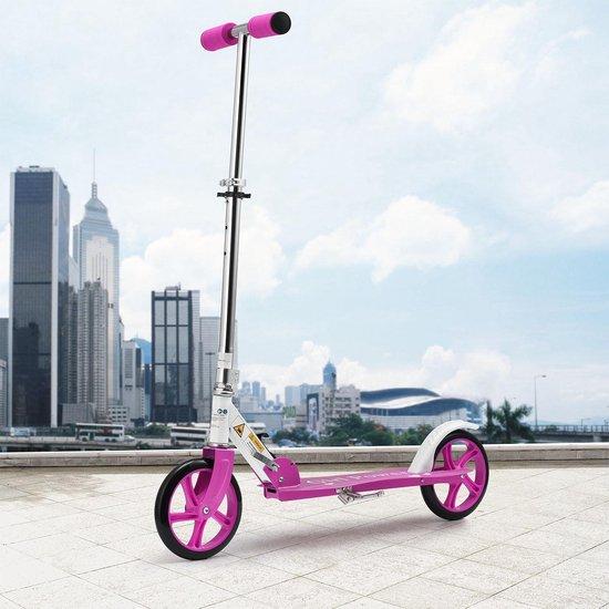 Mooie roze kinderstep met extra grote wielen